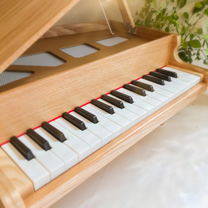 インテリアにもなる小さなピアノで、ゆったり趣味を楽しむ暮らしの画像