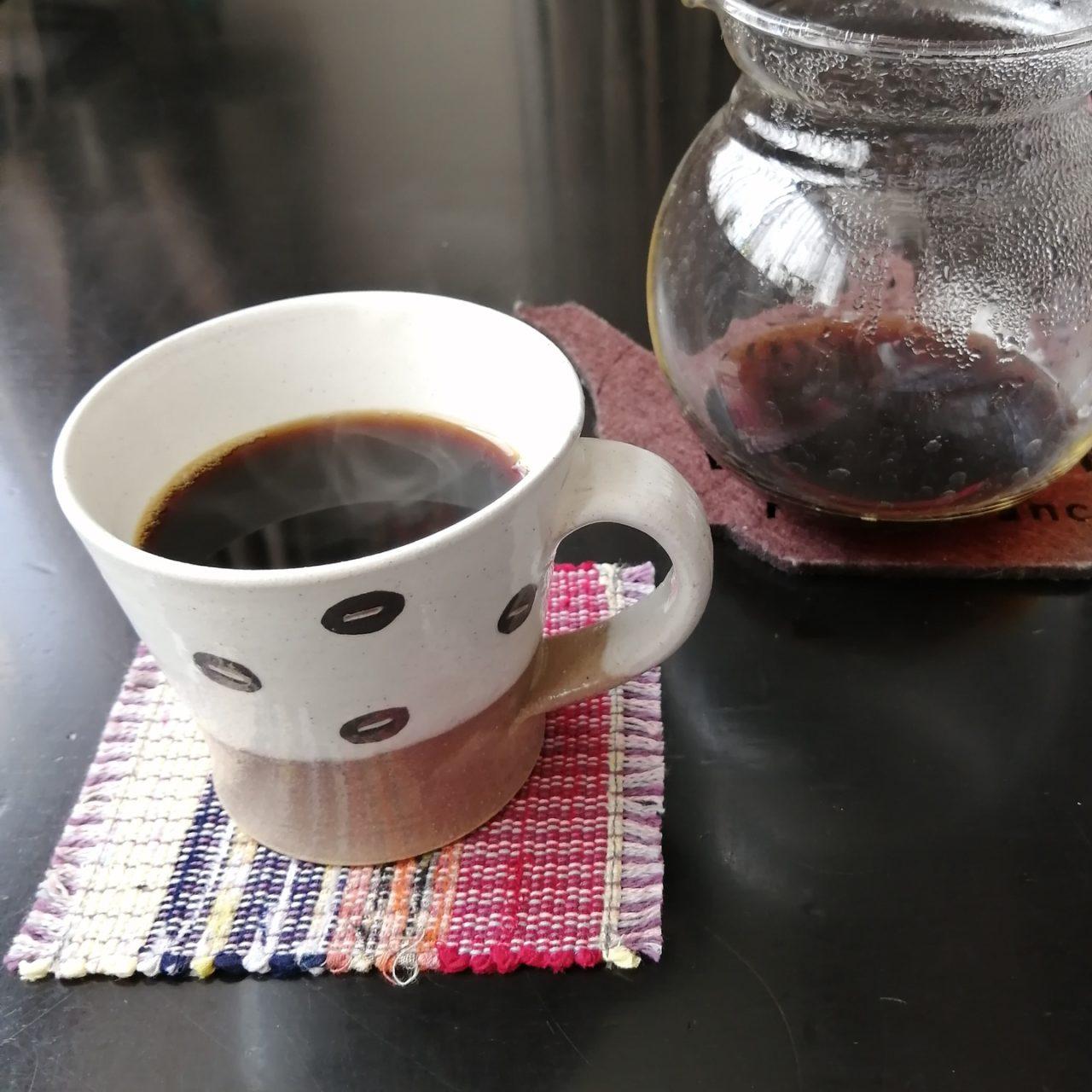 ドリップコーヒーとマグカップ