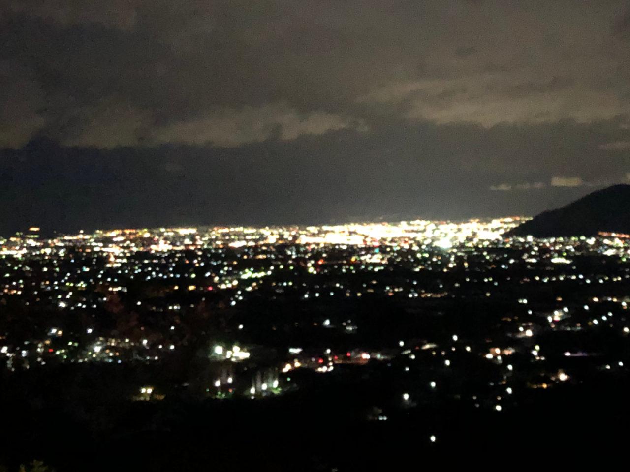 夜の街の灯り