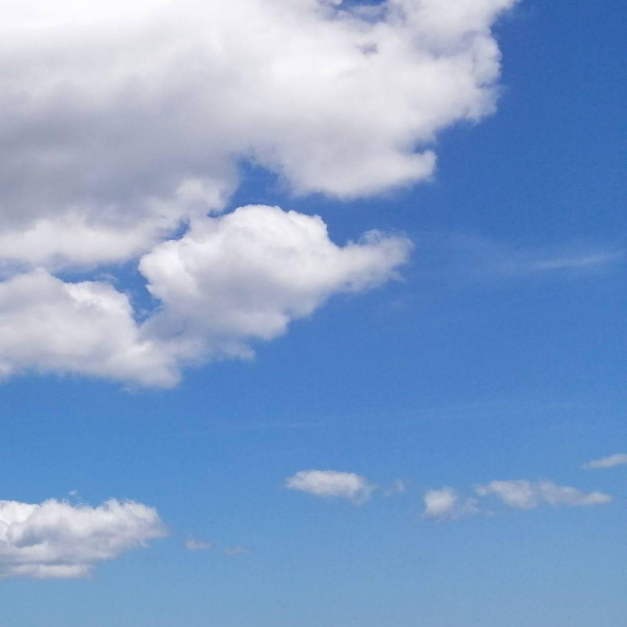 夏の青空と雲