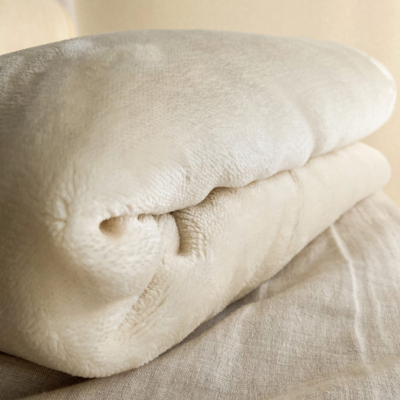 毛布を畳んでいる、ボリューミー