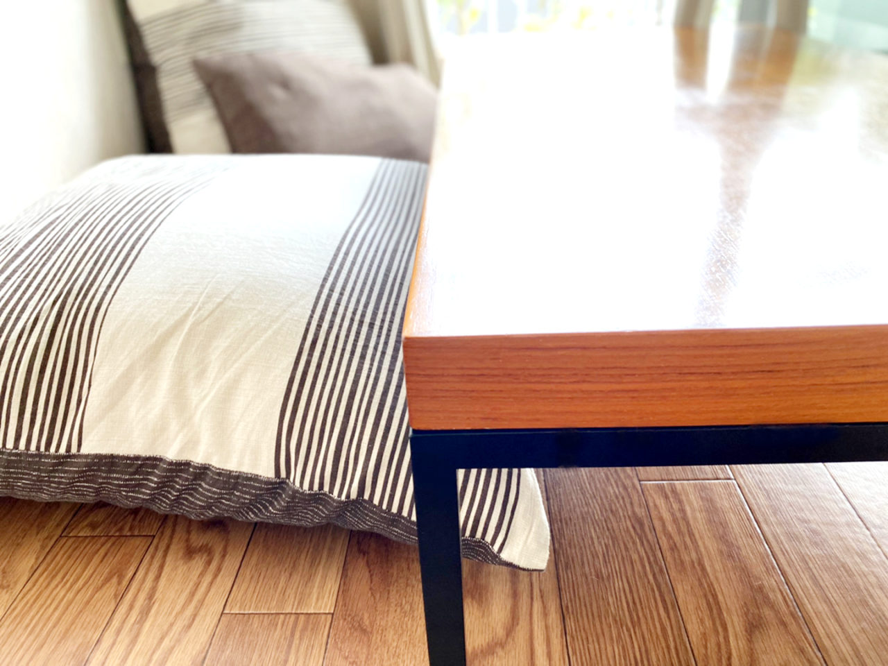 ローテーブルと床生活