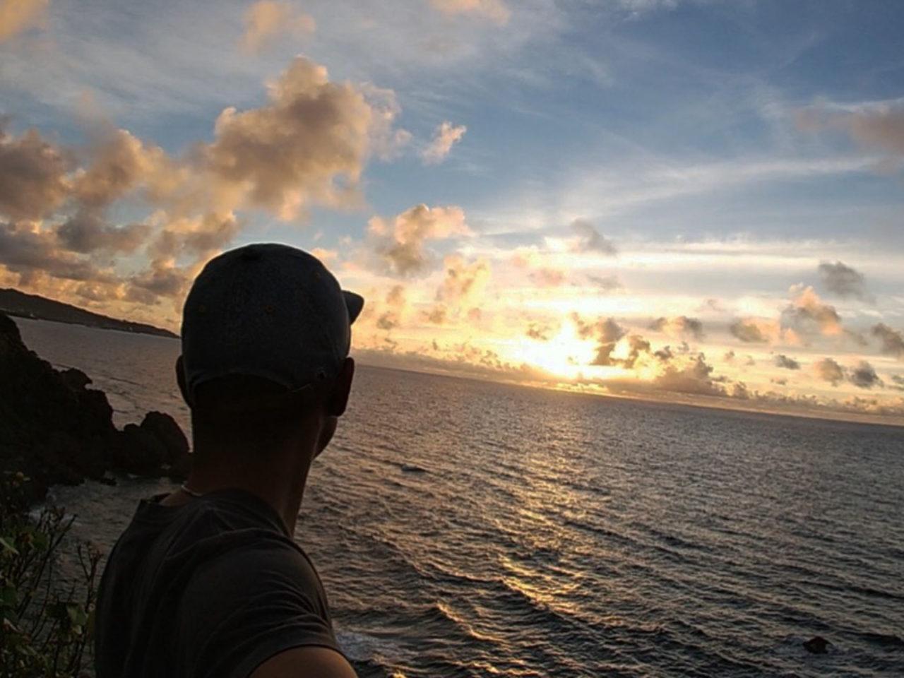 沖縄の海と夕日と水平線