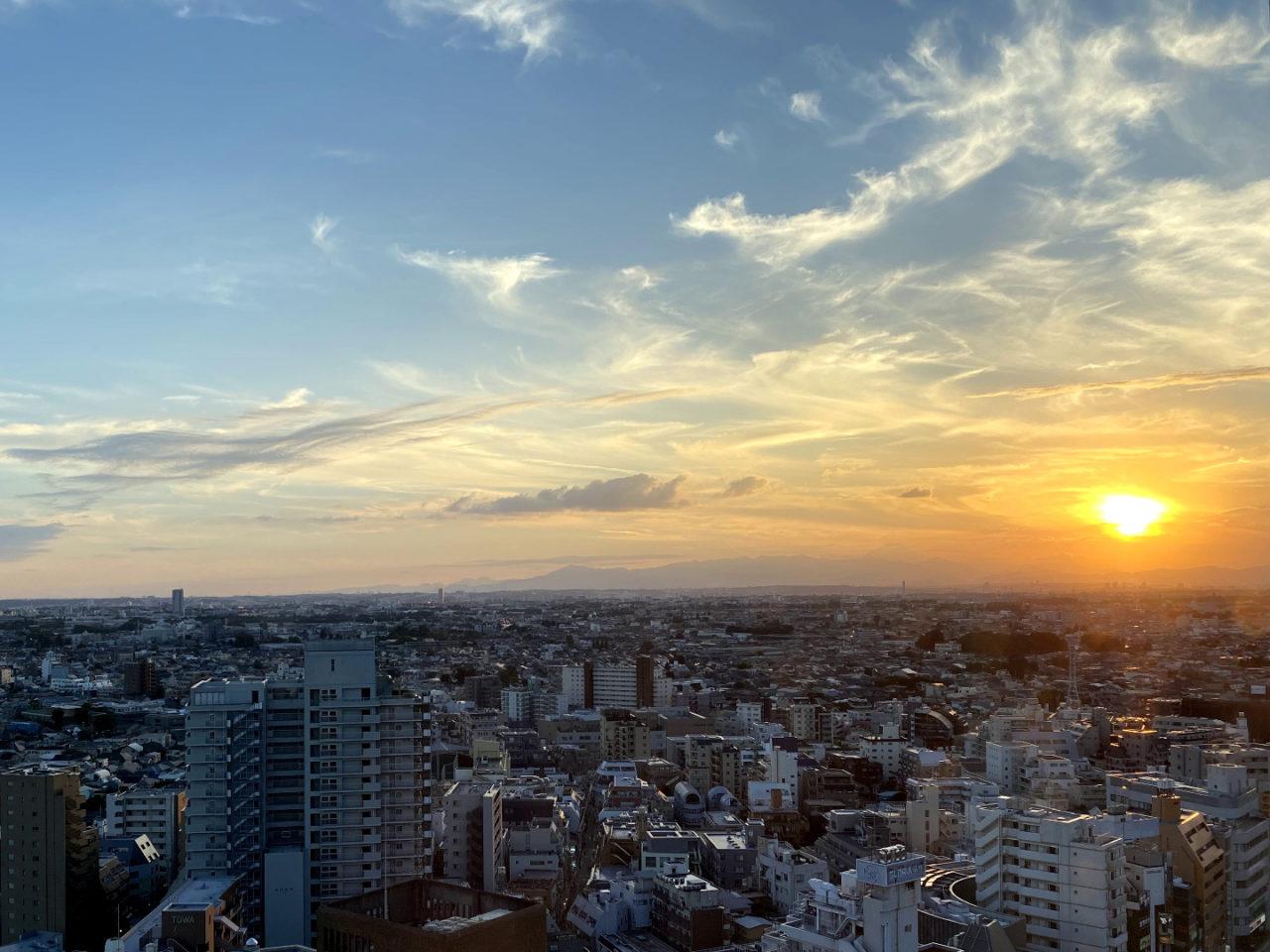 夕陽が落ちていく、一日が終わろうとしている。