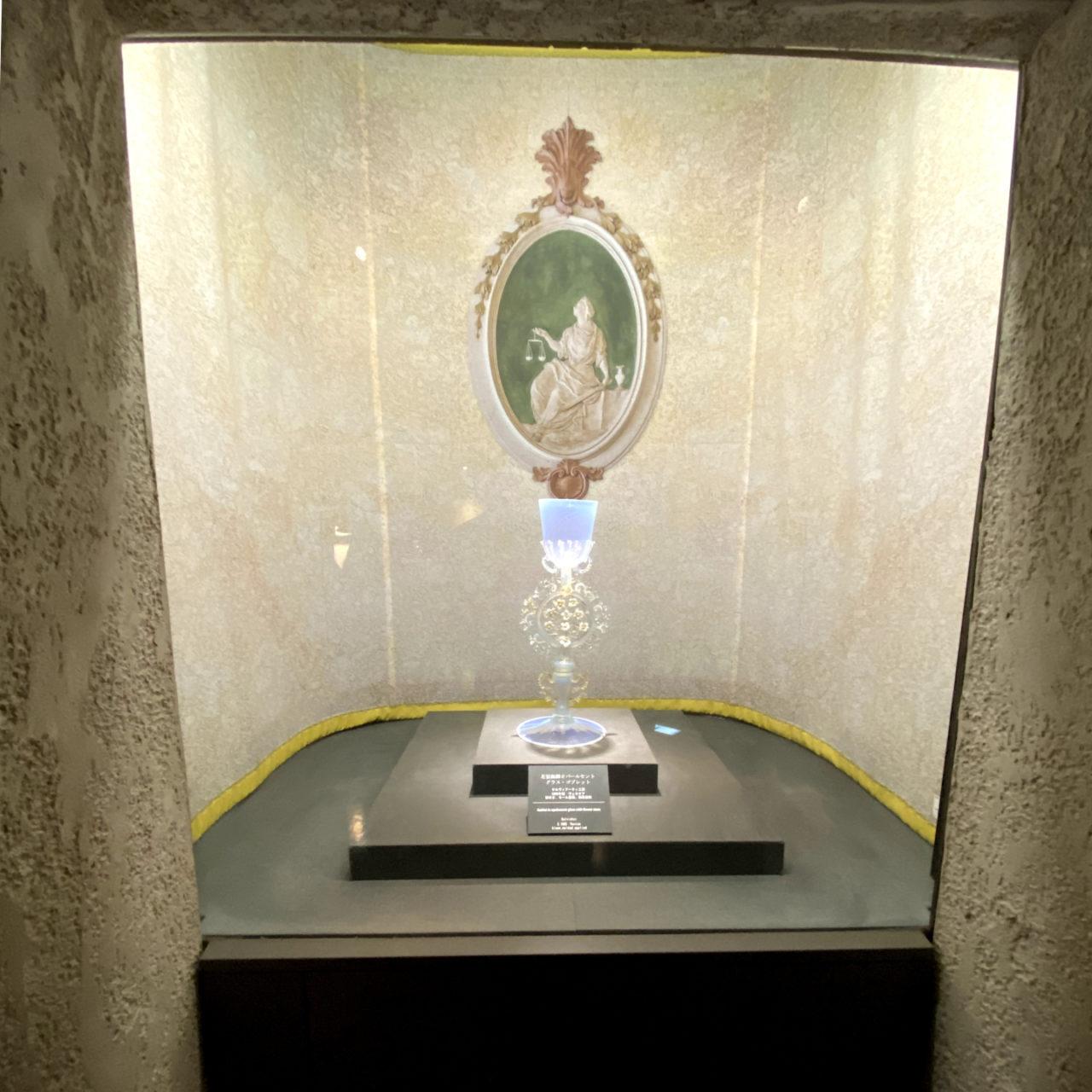 天使のようなベネチアングラス、美術館の展示
