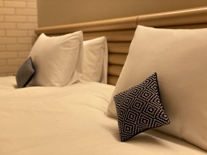 ベッド_刺し子の枕