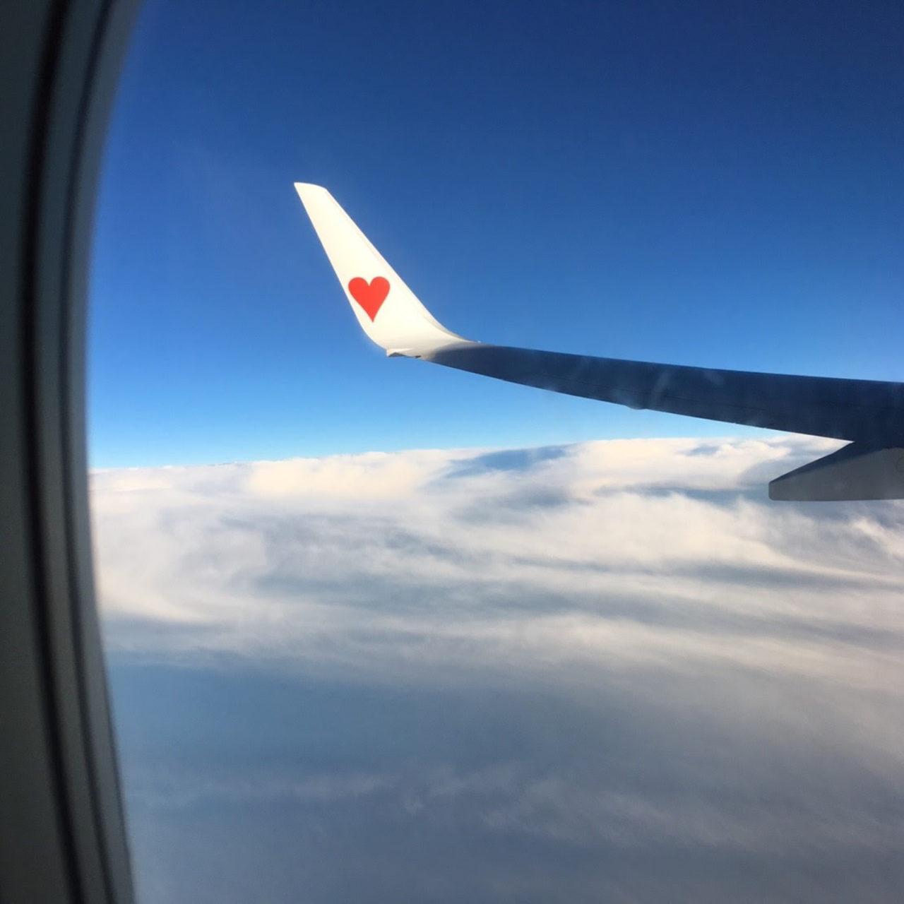 飛行機に搭乗したときの雲の上のようす
