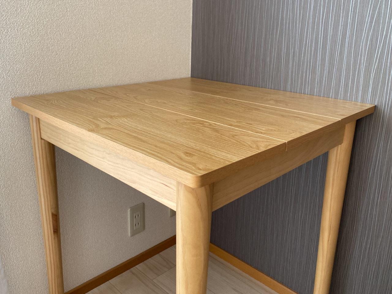 ダイニングテーブルのようす