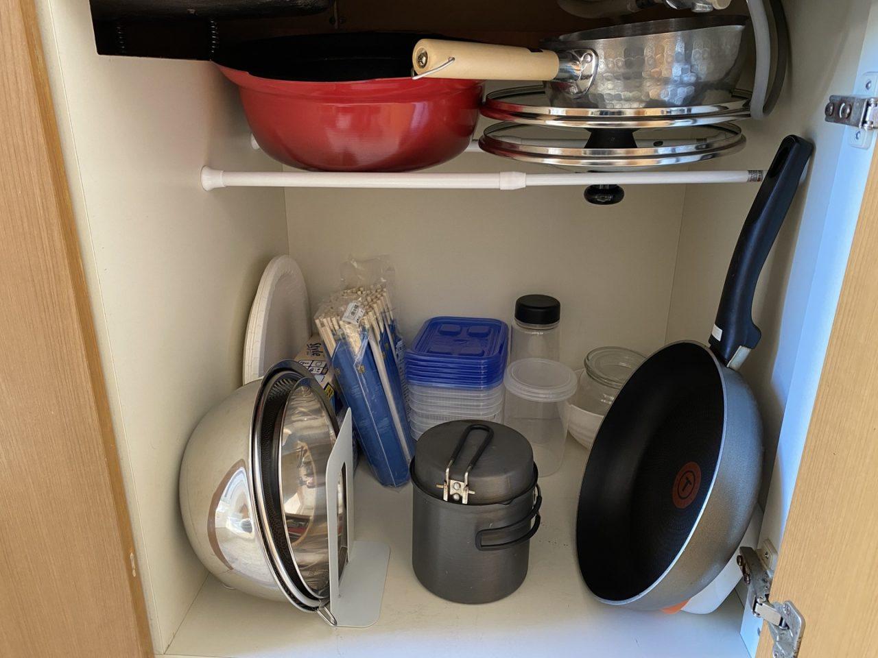 最後にボウルとザルとミニフライパンと小型鍋を収納