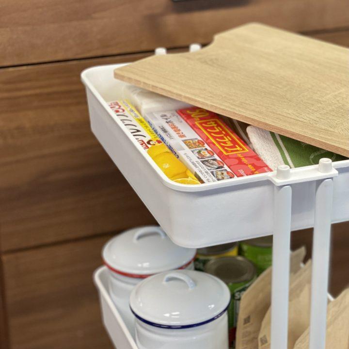 ラップ類の収納場所は?よく使うキッチン小物は手が届くところにの画像
