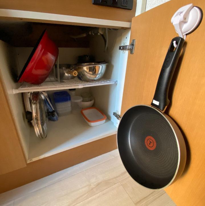 使いにくさとおさらば。スッキリするキッチン、鍋の収納方法の画像