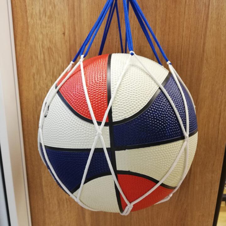 玄関のサッカーボール収納はどうする?DIYの棚も紹介の画像