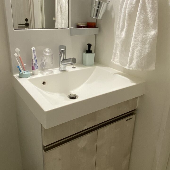 洗面所をすっきり収納!シンク下も隙間も!使える雑貨アイデア集の画像