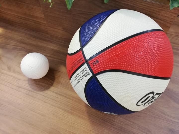 玄関のスポーツ用品収納アイデア。野球道具からサッカー用品までの画像