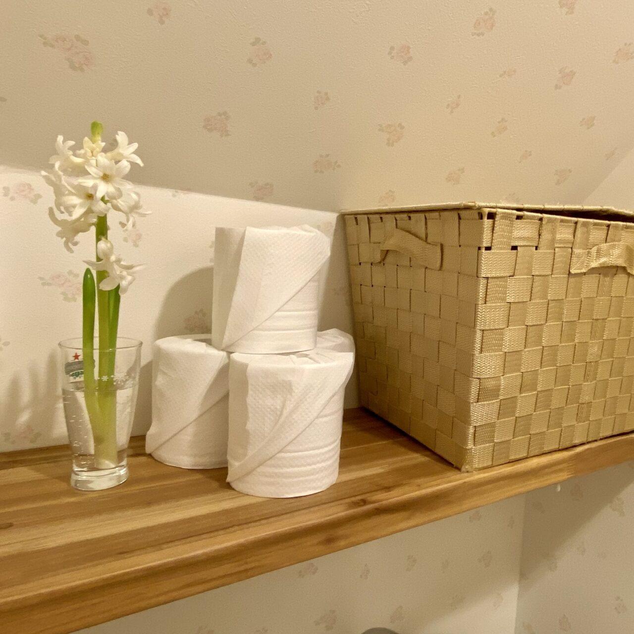 完成したトイレ上の収納棚の画像