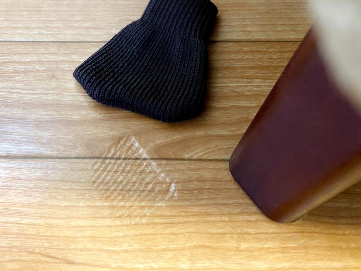 家具の脚で賃貸のクッションフロアにへこみが! 防止・修復方法は?の画像