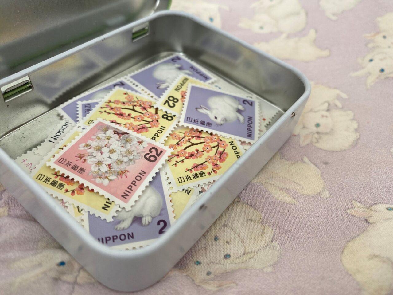 タブレット缶に切手