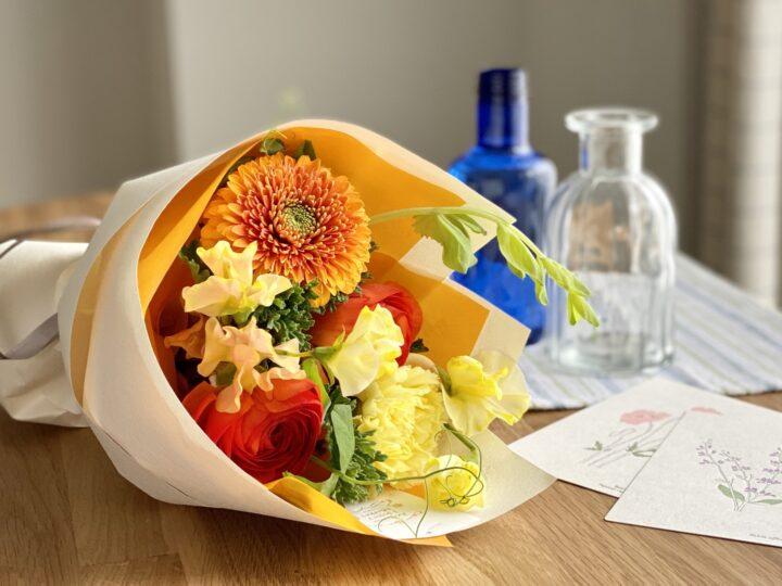 結婚祝いの動画 花とメッセージで、空気ごと気持ちを届けようの画像