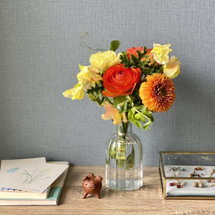 花を飾るとどうなるの?日常に変化をくれるインテリアの飾り方の画像