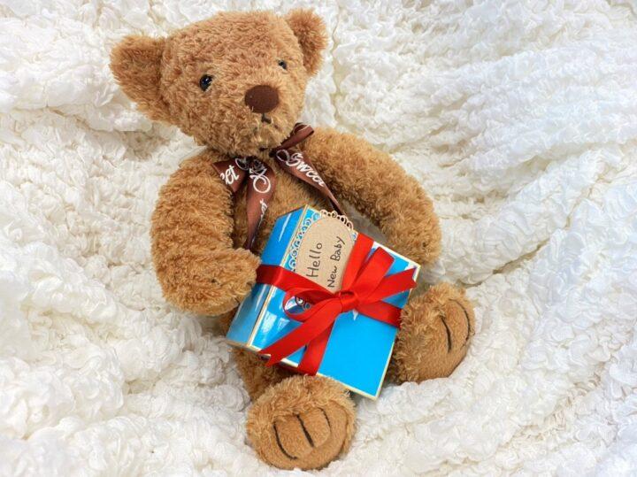 手書きのメッセージに気持ちを添える、友人への出産祝いの画像
