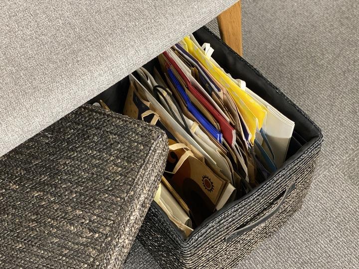 蓋つきのケースに紙袋を収納