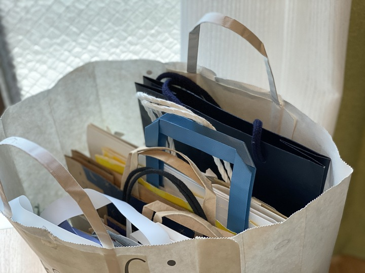 なかなか捨てられない紙袋|おすすめ収納方法と保管のアイデアの画像