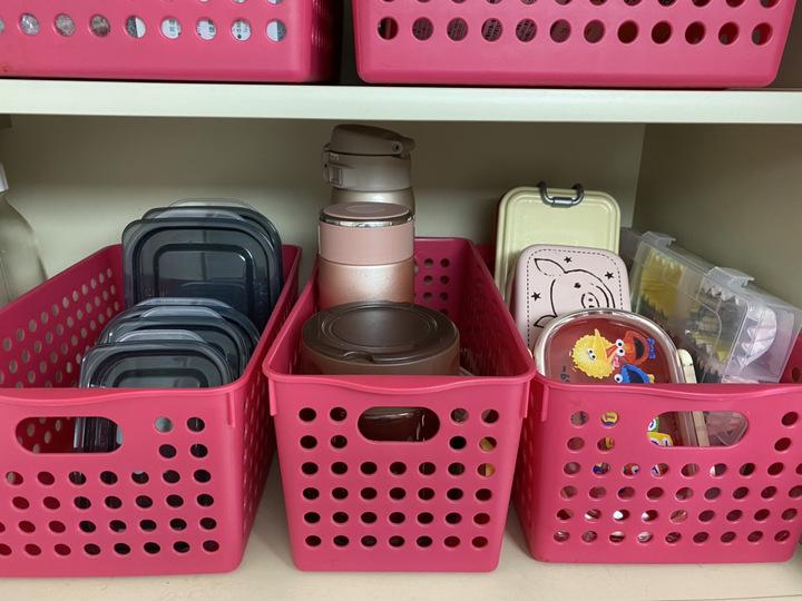 毎日使うお弁当箱と水筒のスッキリ収納アイデアの画像