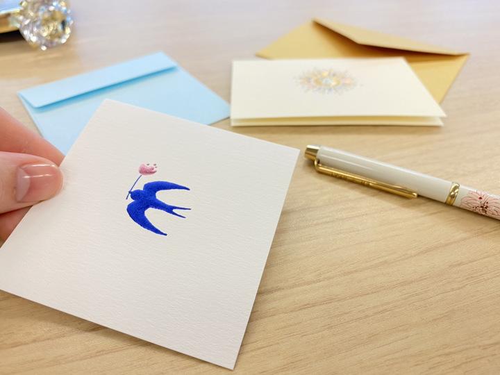 出産祝いのメッセージを書くメッセージカード