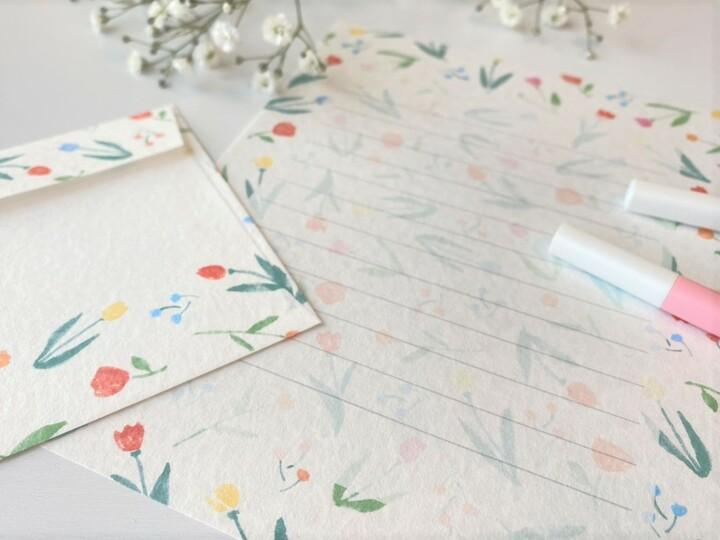 出産祝いのメッセージを書く便箋と封筒