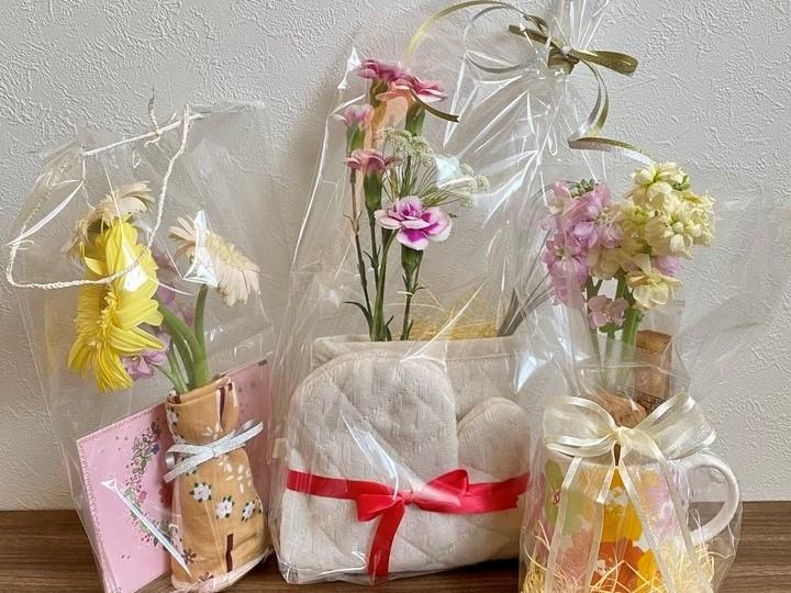 母の日のプレゼントは花と+α。自分で出来るラッピング方法の画像