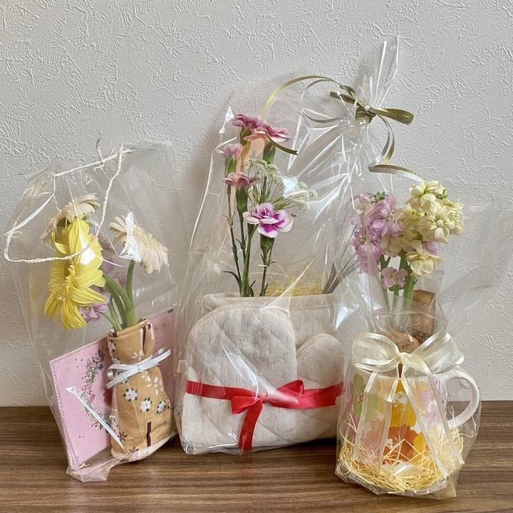 雑貨で花をラッピングするアイデア3種類