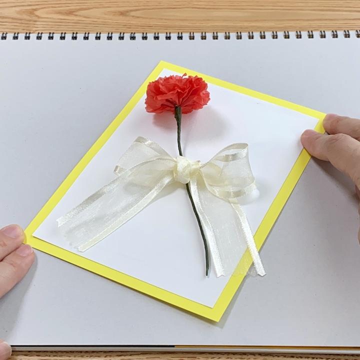 カーネーションの手作りメッセージカード完成図