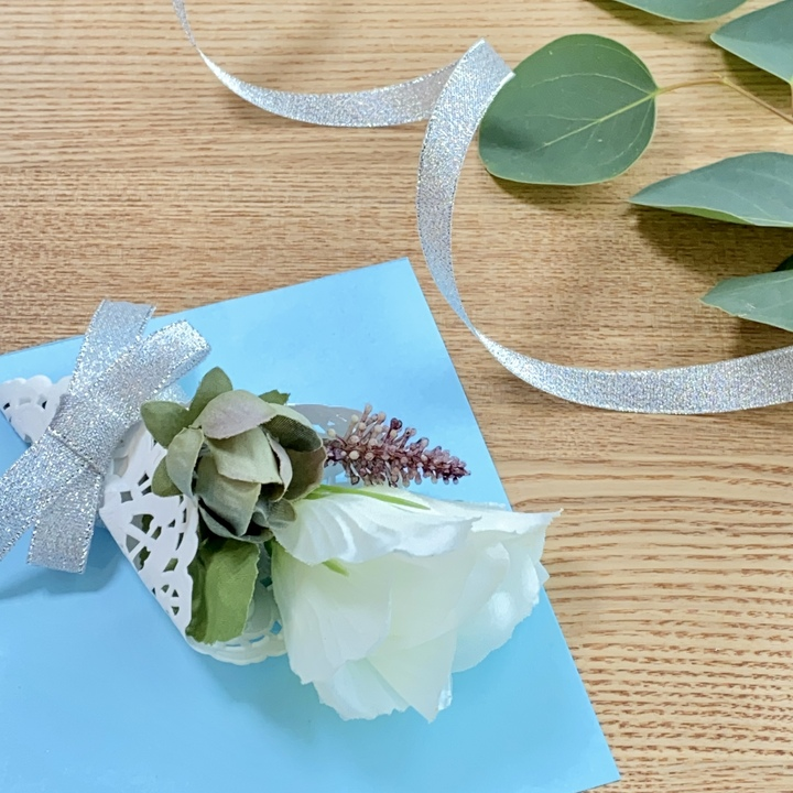 造花ミニブーケの手作りメッセージカード完成図