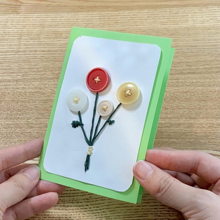 ボタンの手作りメッセージカードの完成図