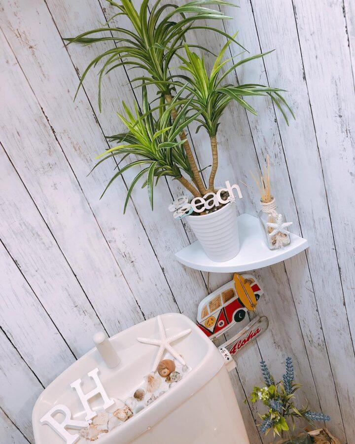 トイレのフェイクグリーン、南国風
