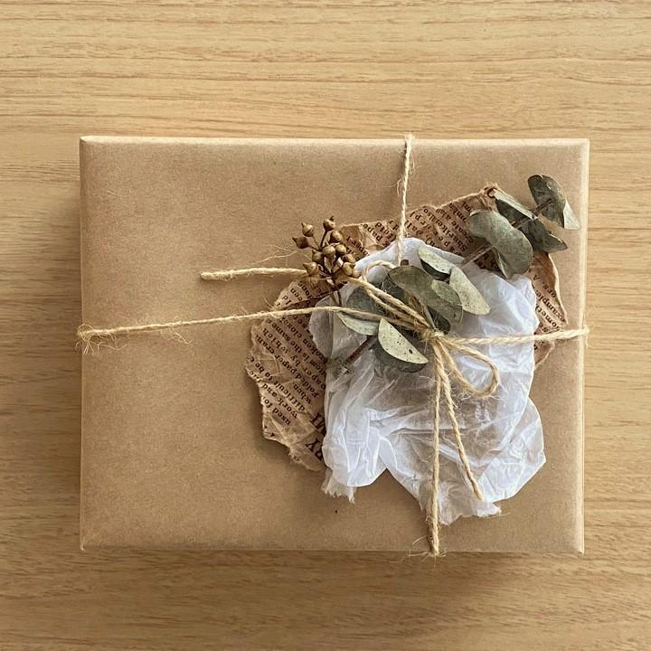 箱と包装紙のラッピング画像