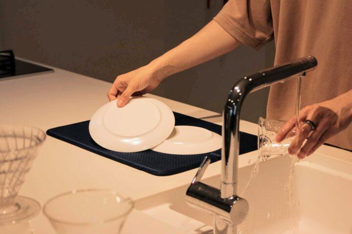狭いキッチン特集!水切りかごは使わない。雑貨で広がる調理空間の画像