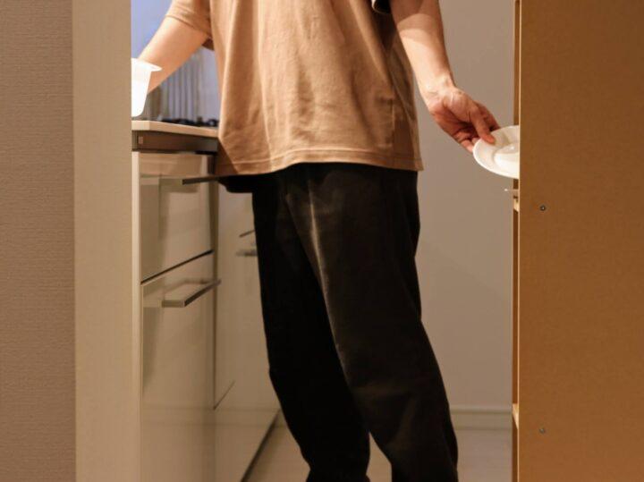雑貨で使い易く!1kキッチンでも狭い廊下にならない工夫の画像