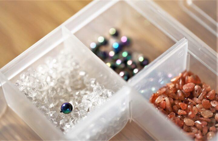 ダイソーのビーズケースを使った手芸用品の収納まとめの画像