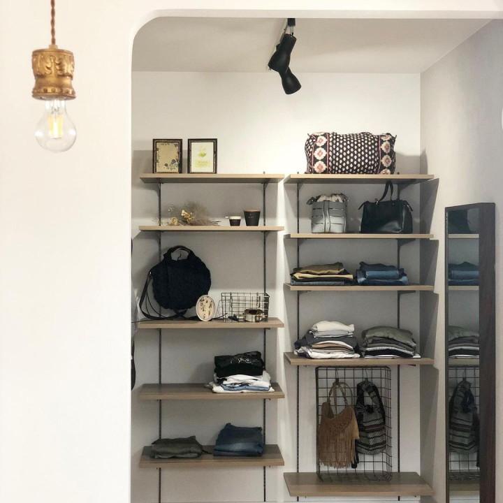 暮らしのインテリア|洋服は見せる収納で心地よいお部屋作りへの画像