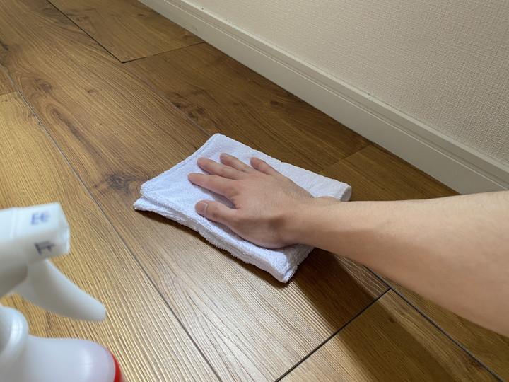 ソファのダニ退治方法_定期的に掃除をする