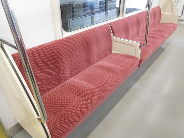 ソファのダニ退治方法_電車の座席