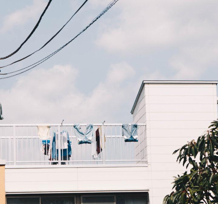 雨の日の洗濯物外干しは効果がある?暮らしのアイデアの画像