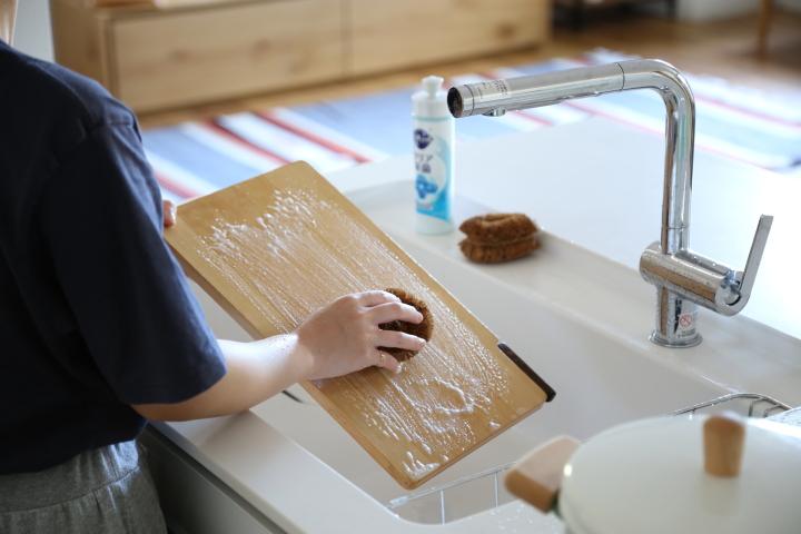 長持ちさせる木のまな板の消毒とお手入れ方法の画像