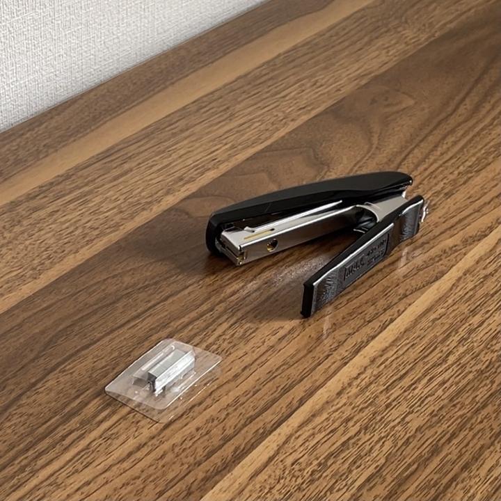 専用の芯を装着する_賃貸_全身鏡を取り付ける方法_壁掛け