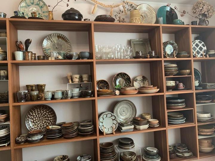 食器の収納どうしてる?見せる収納で快適キッチン空間づくりの画像
