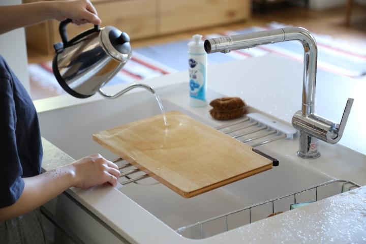 包丁 消毒_裏表に熱湯をかける