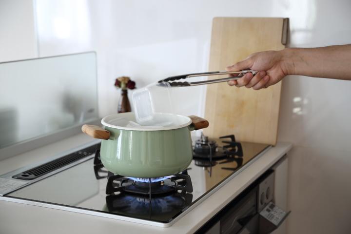 プラスチックの煮沸消毒_投入する