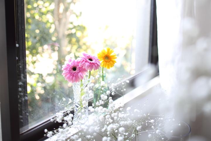 花を飾る場所はどこでもいいのかも。好きに楽しむ花との暮らしの画像