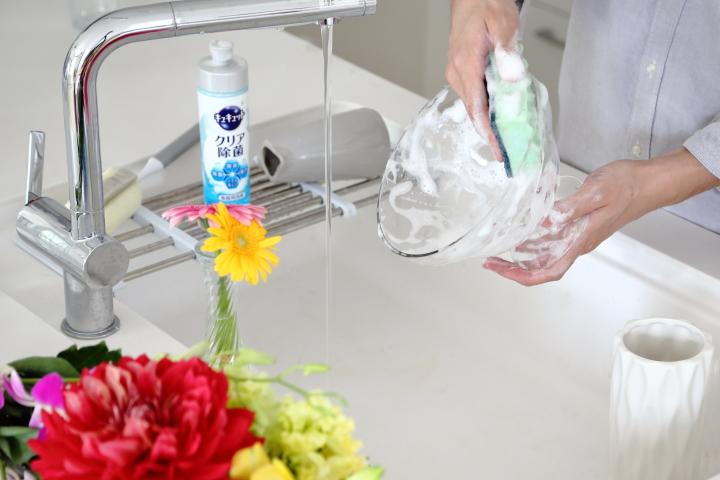 汚れをしっかり落とす花瓶の洗い方・予防とオススメ商品の画像